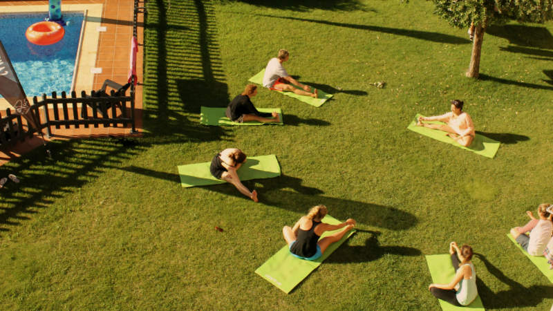 yoga course session surfcamp portugal