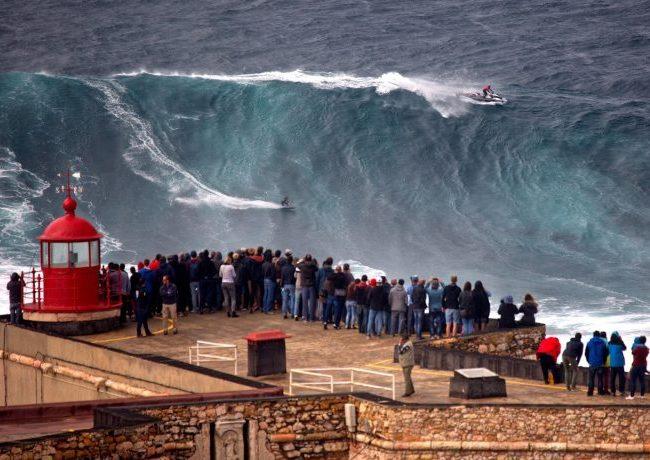 tour nazarè big waves surf camp portugal